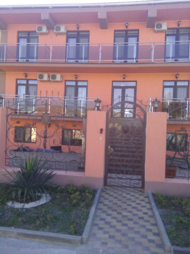 Гостиница в п.Витязево 18 номеров