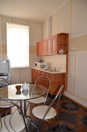 Продается трех комнатная квартира по улице Горького